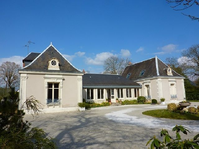 Maison Veigne 679 500 €  4499