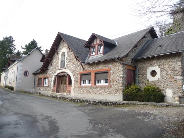 Maison Esvres 592 000 €  6708